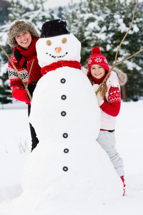 If you're looking for things to do with your kids during Christmas break, you're in the right spot! Building a snowman together is always a good idea.
